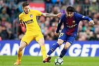 FC Barcelona's Andre Gomes (r) and Atletico de Madrid's Saul Niguez during La Liga match. March 4,2018. (ALTERPHOTOS/Acero)