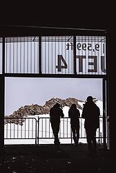THEMENBILD - Silhouetten von Touristen vor der Bergen in einer Seilbahn Bergstation am Kitzsteinhorn, aufgenommen am 16. Juli 2019 in Kaprun, Österreich // Silhouettes of tourists in front of the mountains in a cable car mountain station at the Kitzsteinhorn, Kaprun, Austria on 2019/07/16. EXPA Pictures © 2019, PhotoCredit: EXPA/ JFK