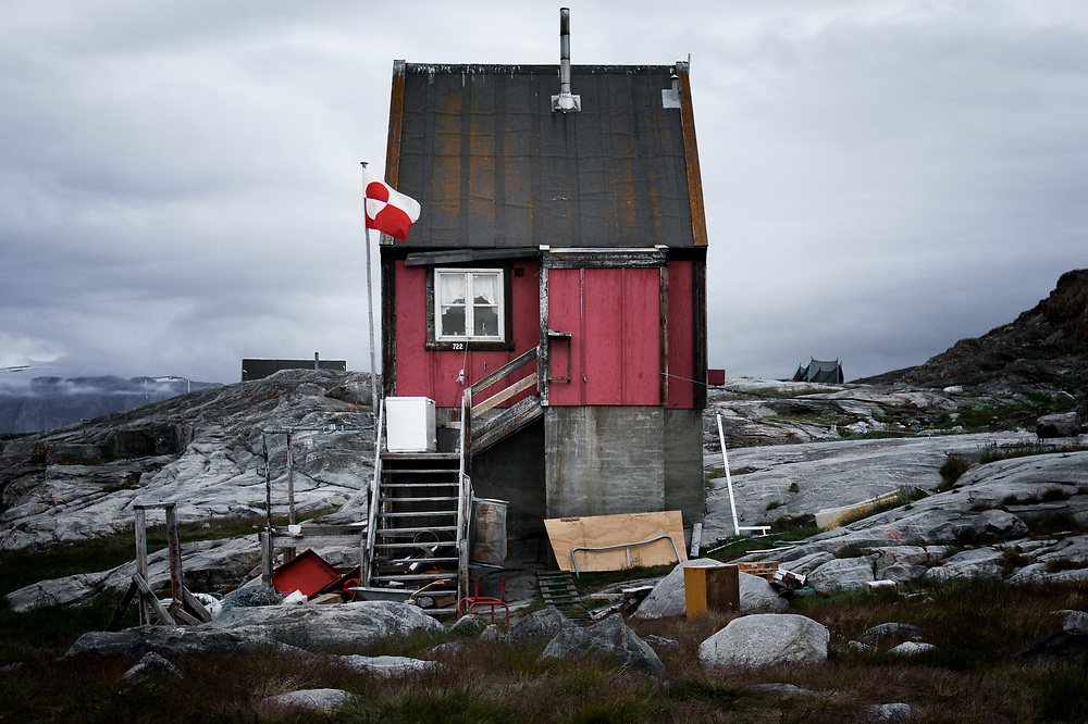 Probably not everyone would agree with me, but greenlandic homes have a very cosy feel to me, despite not meeting the standards of the western world.
