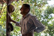 Abaete _ MG, Brasil...Retrato de um homem na varanda em Abaete, Minas Gerais...A man portrait in Abaete, Minas Gerais...Foto: JOAO MARCOS ROSA / AGENCIA NITRO