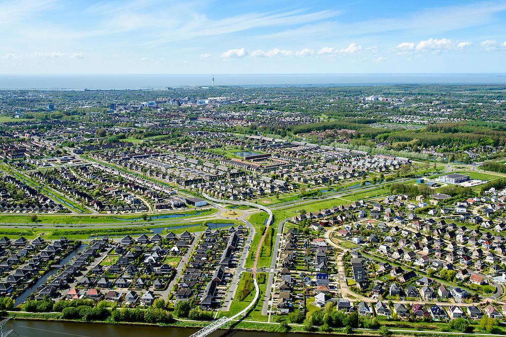 Nederland, Flevoland, Lelystad, 07-05-2015; Lelystad als stedelijk conglomoraat, urbanisatie in de polder met de wijken Waterwijk en De Landerijen in de voorgrond.<br /> New town Lelystad with its recently build neighborhoods.<br /> luchtfoto (toeslag op standard tarieven);<br /> aerial photo (additional fee required);<br /> copyright foto/photo Siebe Swart
