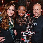 NLD/Hilversum/20121214 - Finale The Voice of Holland 2012, Leona Phillipo , Trijntje Oosterhuis en broer Tjeerd Oosterhuis