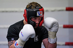 © London News Pictures. 29/12/2016. Two-weight world boxing champion, Carl Frampton, nickname The Jackal, sparring at his gym in south London. Frampton has been named ESPN's fighter of the year. Photo credit: Ben Cawthra/LNP
