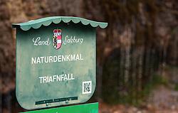 """THEMENBILD - das Schild Naturdenkmal """"Triafnfall"""" vor der Quelle. Die Triefen steht seit 2001 unter Naturschutz, aufgenommen am 27. Mai 2018, Maria Alm, Österreich // the sign natural monument """"Triafnfall"""" in front of the source. The Triefen has been under conservation since 2001 on 2018/05/27, Maria Alm, Austria. EXPA Pictures © 2018, PhotoCredit: EXPA/ Stefanie Oberhauser"""