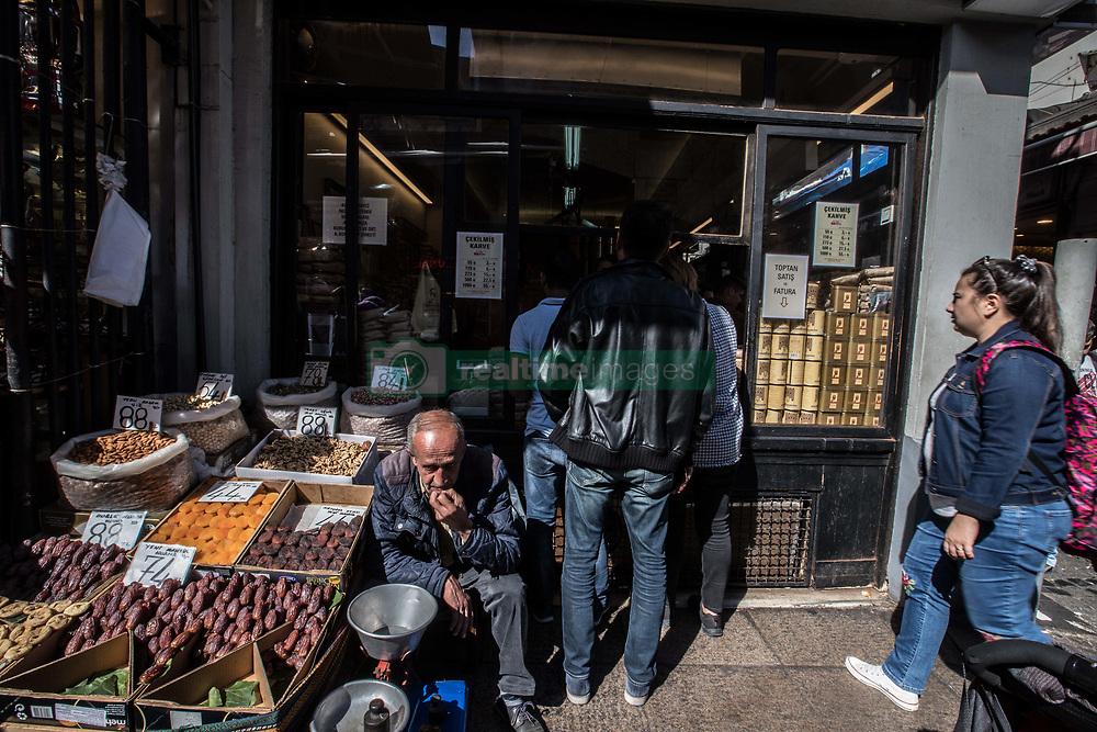 October 6, 2018 - Istanbul, Turkey - People shop in Eminonu in Istanbul on October 06 2018 in Istanbul, Turkey. Official figures, released , show inflation high at 24.5 percent in September. (Credit Image: © Emrah Oprukcu/NurPhoto/ZUMA Press)