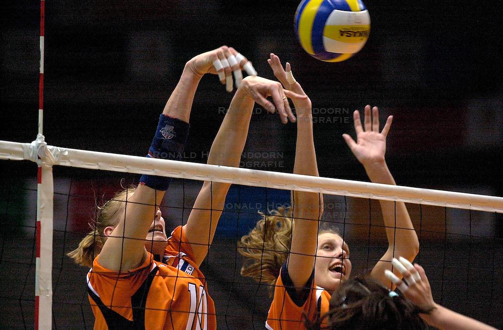 22-06-2000 JAP: OKT Volleybal 2000, Tokyo<br /> Nederland - Korea 3-1 / Henriette Weersing en Ingrid Visser