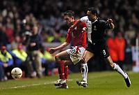 Fotball<br /> Privatlandskamp<br /> England v Nederland<br /> 9. februar 2005<br /> Foto: Digitalsport<br /> NORWAY ONLY<br /> Frank Lampard is challenged by Denny Landzaat