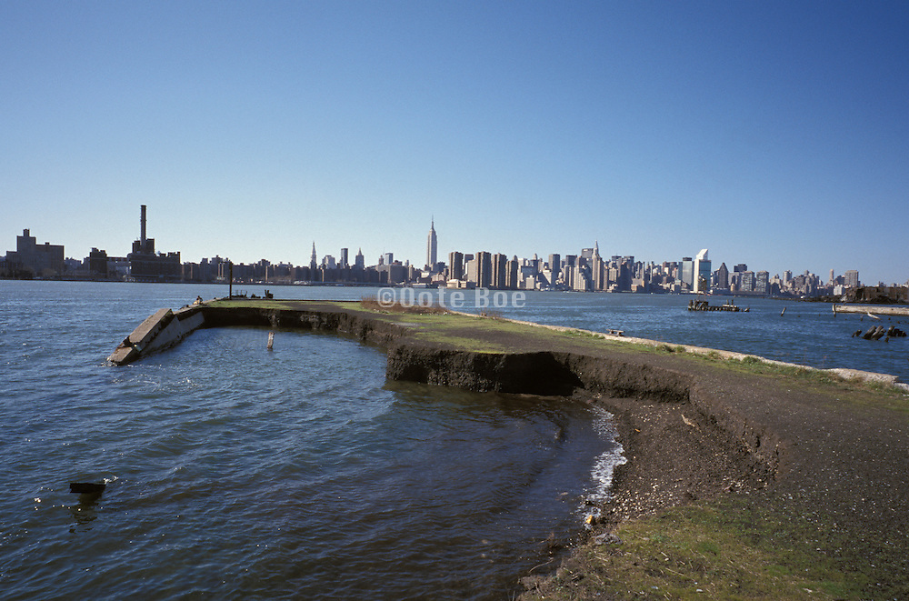 view of midtown manhattan skyline from Williamsburg