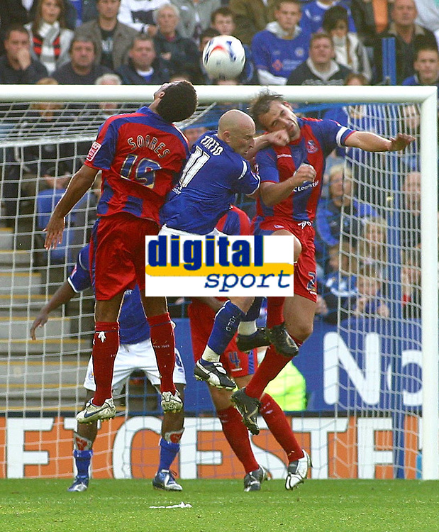 Photo: Dave Linney.<br />Leicester City v Crystal Palace. Coca Cola Championship. 21/10/2006Leicester's .Danny Tiatto is sandwiched in the middle of the Palace defence.