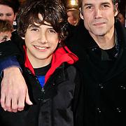 NLD/Amsterdam/20101103- Filmpremiere Sint de film, Daniel Boissevain en zoon Robin