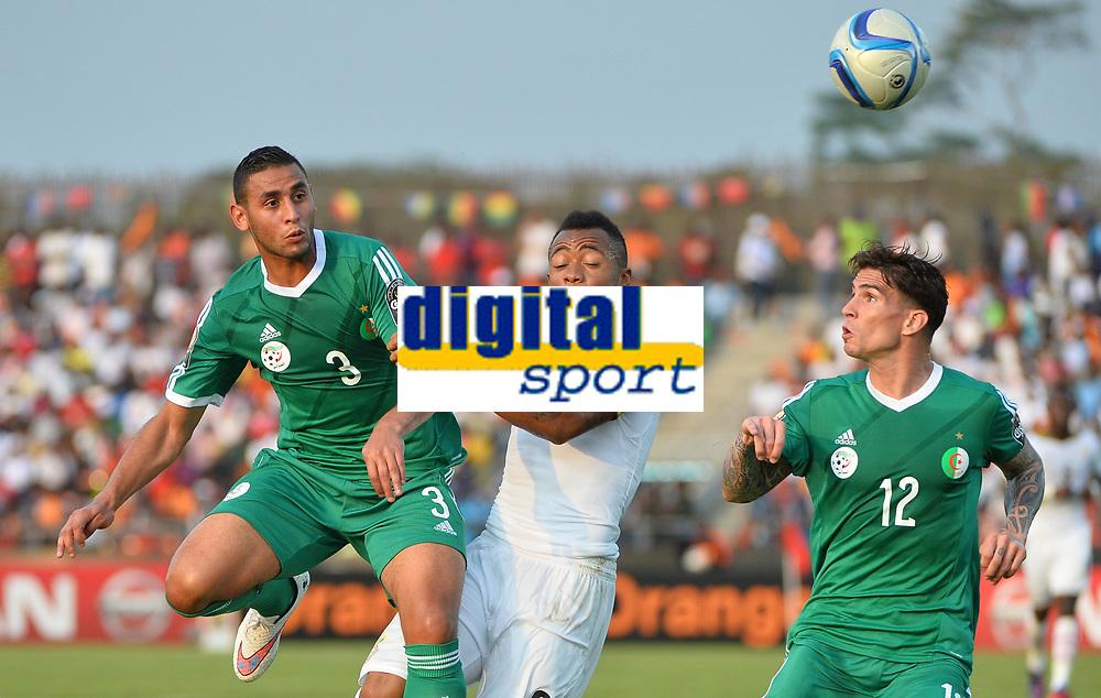 Jordan Ayew (Ghana) vs Faouzi Ghoulam  et Carl Medjani (ALG)