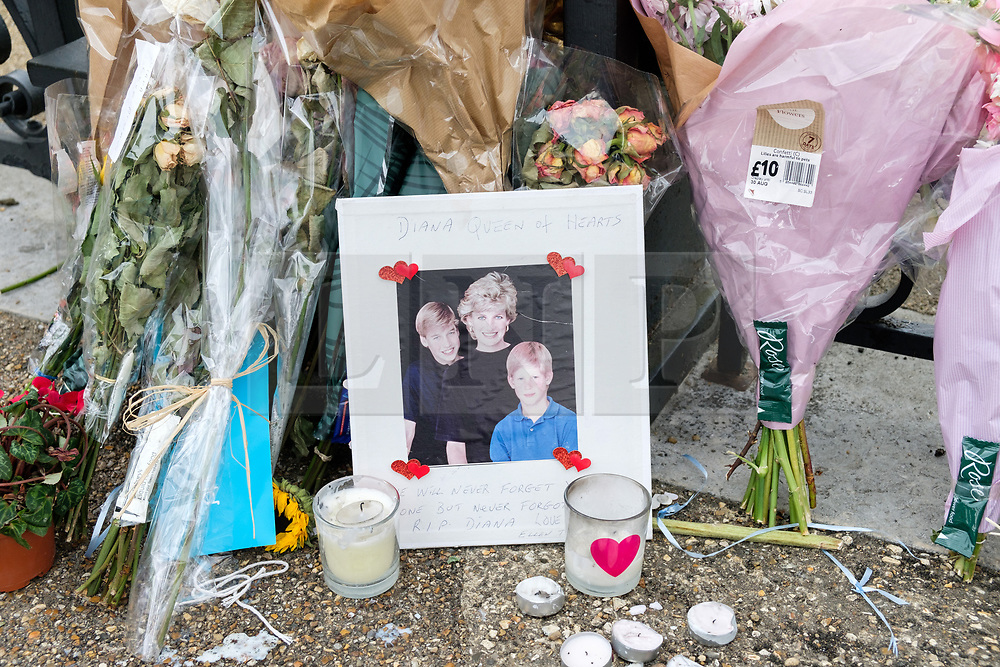 © Licensed to London News Pictures. 29/08/2017. London, UK. Floral tributes and messages are left by well wishers outside the Golden Gates of Kensington Palace on the eve of the 20th anniversary of the late Princess Diana. The Princess died in a car crash in Paris, France, on 31st August 1997. Photo credit: Ray Tang/LNP