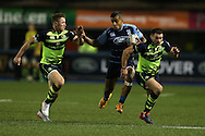 Rey Lee-lo of Cardiff Blues runs past Rory O'Loughlin (l) and Fergus McFadden of Leinster ®. Guinness Pro12 rugby match, Cardiff Blues v Leinster at the Cardiff Arms Park in Cardiff, South Wales on Saturday 1st October 2016.<br /> pic by Andrew Orchard, Andrew Orchard sports photography.