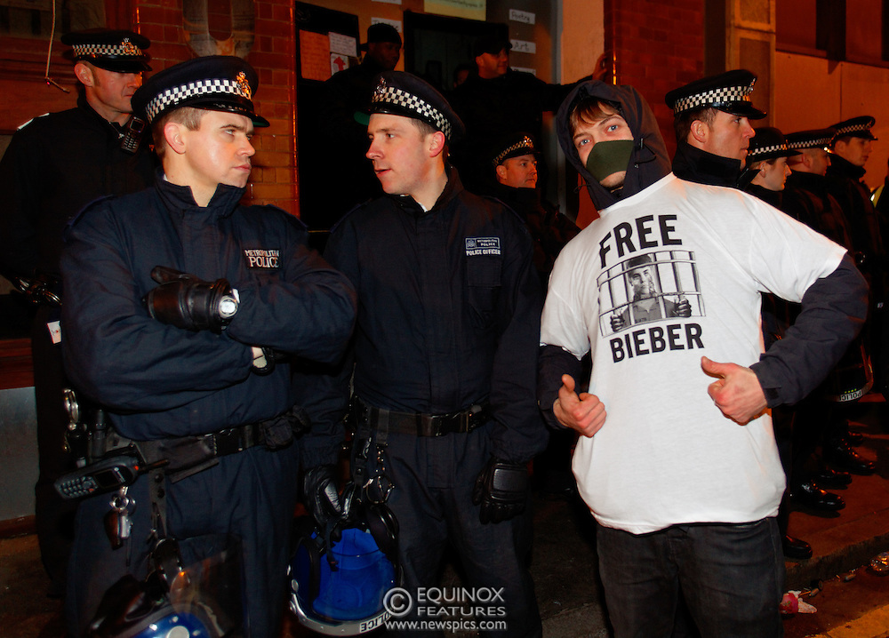 London, United Kingdom - 30 January 2012.Police and bailiffs clash with Occupy London protesters and their supporters as they evict them from the Occupy Bank of Ideas site. The campaigners had formed a self styled Earl Street Community Space in part of a building owned by UBS Bank, Earl Street, City of London, London, England, UK..Copyright: ©2012 Equinox Licensing Ltd. +448700 780000 - Contact: Equinox Features - Date Taken: 20120130 - Time Taken: 035540+0000 - www.newspics.com