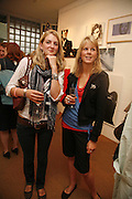 Frankie Somerset and Leo Oldfield, Private view at the Stateoftheart.co.uk. The State of the Art Gallery, 9 Portobello Green Arcade. 27 June 2006. ONE TIME USE ONLY - DO NOT ARCHIVE  © Copyright Photograph by Dafydd Jones 66 Stockwell Park Rd. London SW9 0DA Tel 020 7733 0108 www.dafjones.com