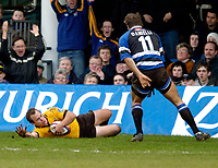 Photo: Richard Lane.<br />Bath Rugby v London Wasps. Zurich Premiership.<br />07/02/2004.<br />Mark Van Gisbergen touches down for Wasps' try.