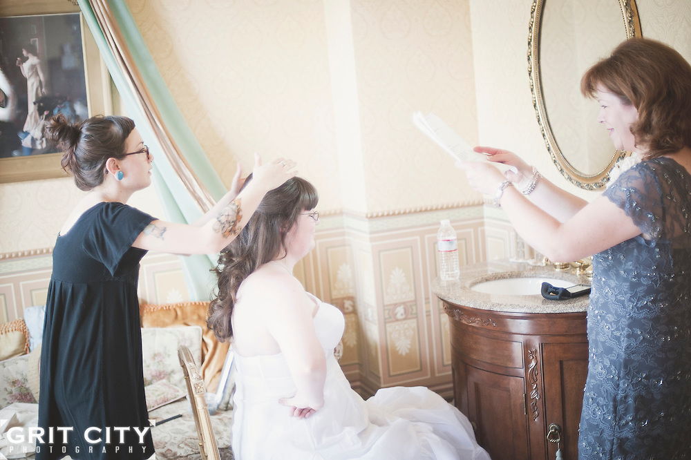 Summer wedding at the Roberts Mansion in Spokane. Grit City Photography is a Tacoma, Washington based photography business specializing in wedding photography. While we love working in Tacoma, we can visit your location of choice.