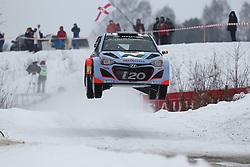 06.02.2014, Torsby, Hagfors, SWE, FIA, WRC, Schweden Rallye, Tag 2, im Bild Thierry Neuville/Nicolas Gilsoul (Hyundai Motorsport/i20 WRC), Action / Aktion, Jump, Sprung // during the FIA WRC Sweden Rally at the Torsby in Hagfors, Sweden on 2014/02/07. EXPA Pictures © 2014, PhotoCredit: EXPA/ Eibner-Pressefoto/ Bermel<br /> <br /> *****ATTENTION - OUT of GER*****