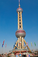 Chine. Shanghai. Tour Oriental Pearl TV. // China. Shanghai. Oriental Pearl TV Tower in Pudong.