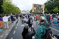 "25 SEP 2020, BERLIN/GERMANY:<br /> Junger Mann mit Schild ""kein Grad weiter"" for dem Brandenburger Tor, Fridays for Future Demonstration fuer Massnahmen gegen den Klimawandel, Brandenburger Tor, Strasse des 17. Juni<br /> IMAGE: 20200925-01-055<br /> KEYWORDS: Protest, Demonstrant, Demonstranten, Demonstratin, Schueler, Schüler, Klimakatastrophe, FFF, Mundschutz, Mund-Nase-Schutz, Abstand"