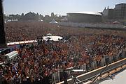 Koninginnedag 2007 Museumplein gepresenteerd door radio 538. Het grootste festival in Nederland met dit jaar ruim 100.000 bezoekers.<br /> <br /> Op de Foto: Museumplein