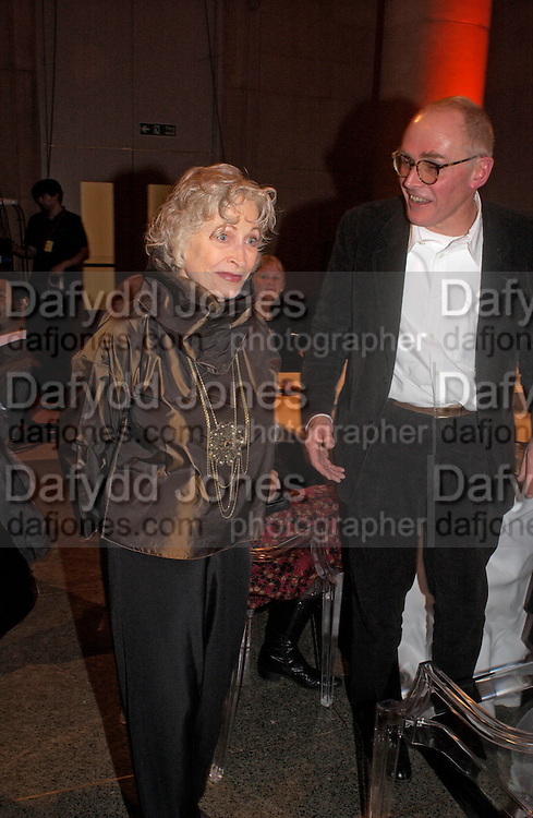 Doris Saatchi and Richard Wentworth, 2004 Turner prize. Tate Britain. 7 December 2004. ONE TIME USE ONLY - DO NOT ARCHIVE  © Copyright Photograph by Dafydd Jones 66 Stockwell Park Rd. London SW9 0DA Tel 020 7733 0108 www.dafjones.com