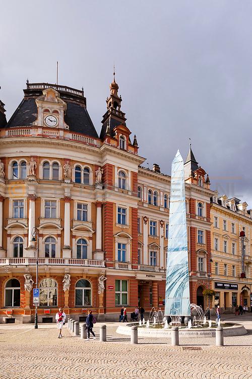 20-09-2015: Stadscentrum in Karlovy Vary (Karlsbad), Tsjechië. Foto: Het symbool van het bronwater