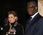Symposium van de dr. Denis Mukwege Foundation. Het symposium staat in het teken van het Initiatief voor Herstel en Erkenning, een internationaal samenwerkingsverband dat de gevolgen van verkrachting als oorlogswapen moet verzachten. <br /> <br /> Symposium of the Dr Denis Mukwege Foundation. The symposium is dedicated to the Initiative for Reconstruction and Recognition, an international partnership that aims to mitigate the consequences of rape as a weapon of war.<br /> <br /> Op de foto / On the photo;  Groothertogin Maria Teresa van Luxemburg en Dr Denis Mukwege ///  Grand Duchess Maria Teresa of Luxembourg and Dr Denis Mukwege