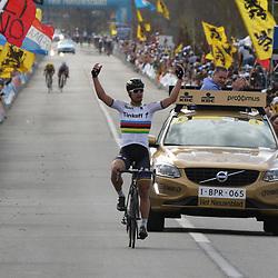03-04-2016: Wielrennen: Ronde van Vlaanderen : Oudenaarde  <br /> OUDENAARDE (BEL) cycling  De 100e ronde van Vlaanderen werd verreden onder grote publieke belangstelling.   <br /> Werledkampioen Peter Sagan wint de 100e Vlaamse Hoogmis na een solo die hij begon op de Paterberg