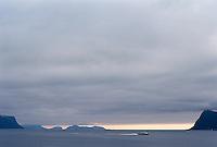 En hurtigbåt kjører over Breisundet på vei til Ålesund.<br /> Foto: Svein Ove Ekornesvåg