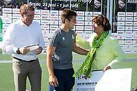 BREDA - Gonzalo Peillat (Arg)    krijgt de prijs voor topscorer , uit handen van Marijke Fleuren .   Australia-India (1-1), finale Rabobank Champions Trophy 2018. Australia wint shoot outs.  COPYRIGHT  KOEN SUYK