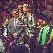 NLD/Amsterdam/20160309 - Koningin Maxima aanwezig bij 10 jarig bestaan Leerorkest Lustrumconcert, Marco de Souza en Maxima