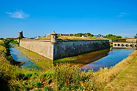 France, Manche (50), Cotentin, Saint-Vaast-la-Hougue, les fortifications de la Hougue édifiées par Vauban sont classées au Patrimoine Mondial de l'UNESCO, la tour dite tour Vauban // France, Normandy, Manche department, Cotentin, Saint-Vaast-la-Hougue, the fortifications of the Hougue built by Vauban are classified as World Heritage by UNESCO, the so-called Vauban tower