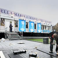 Nederland, Amsterdam , 14 november 2012..Opbouw van het documentair filmfestival IDFA op het Rembrandtplein..Foto:Jean-Pierre Jans