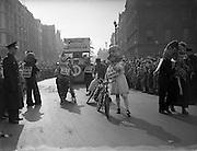 17/03/1954<br /> 03/17/1954<br /> 17 March 1954<br /> St. Patrick's Day Industrial Parade, Dublin.  Costumed revellers promoting Bundoran tourism.