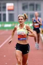 15-10-2006 ATLETIEK: MARATHON AMSTERDAM: AMSTERDAM<br /> Liz Yelling<br /> ©2006: WWW.FOTOHOOGENDOORN.NL