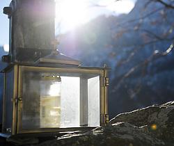 THEMENBILD - Winter Wanderung von Lienz zum Reiter Kirchl welches sich ueber Leisach auf 1130 m Seehoehe befindet, das Bild wurde am 25. Dezember 2011 aufgebommen, im Bild Laterne unter einem Kreuz im Gegenlicht, AUT, EXPA Pictures © 2011, PhotoCredit: EXPA/ M. Gruber