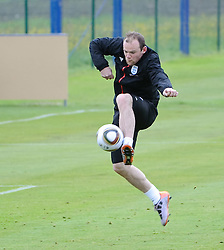 19.05.2010, Arena, Irdning, AUT, FIFA Worldcup Vorbereitung, Training England, im Bild Wayne Rooney bei der Ballannahme, EXPA Pictures © 2010, PhotoCredit: EXPA/ S. Zangrando / SPORTIDA PHOTO AGENCY