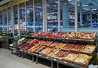 Bialystok, 21.11.2016. Hipermarket Selgros Cash and Carry po przebudowie hali sprzedazowej N/z hala sprzedazowa Fot. Michal Kosc / FORUM