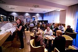 Pogostitev po okrogli mizi na temo o vlogi medijev (predvsem televizije), pri popularizaciji in razvoju slovenskega nogometa v organizaciji SportForum Slovenija, Austria Trend Hotel, Ljubljana, 23. april 2009. (Photo by Vid Ponikvar / Sportida)