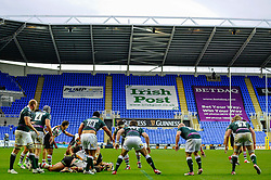 London Irish defence strongly against Harlequins pressure at the end of the second half of the match - Photo mandatory by-line: Rogan Thomson/JMP - Tel: Mobile: 07966 386802 28/10/2012 - SPORT - RUGBY - Madejski Stadium - Reading. London Irish v Harlequins - Aviva Premiership