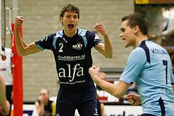 14-01-2012 VOLLEYBAL: B - LEAGUE HEREN SLIEDRECHT SPORT - ALFA NEXT VOLLEY DORDRECHT: SLIEDRECHT<br /> Wessel Keemink, Chris Kooijman Alfa Next Volley Dordrecht vieren een punt<br /> ©2012-FotoHoogendoorn.nl / Pim Waslander