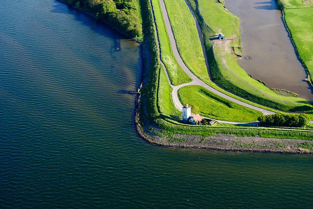 Nederland, Noord-Holland, gemeente Medemblik , 07-05-2018; Oosterdijk, tussen Andijk en Enkhuizen. <br /> Vuurtoren De Ven, rijksmonument maar nog steeds in gebruik.<br /> Lighthouse De Ven, national heritage but still in use.<br /> luchtfoto (toeslag op standard tarieven);<br /> aerial photo (additional fee required);<br /> copyright foto/photo Siebe Swart