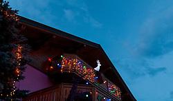 THEMENBILD - Weihnachtsbeleuchtung erhellt ein Haus am Abend, aufgenommen am 21. November 2016, Kaprun, Österreich // Christmas lighting illuminates a house in the evening, Kaprun, Austria on 2016/11/21. EXPA Pictures © 2016, PhotoCredit: EXPA/ JFK