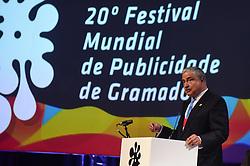 Johnny Saad recebe a Láurea Roberto Civita no Festival Internacional de  Publicidade de Gramado. Foto: Vinícius Costa/ Agência Preview