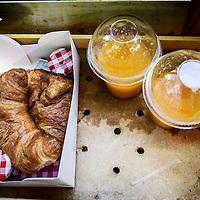 Nederland, Amsterdam, 3 juli 2016.<br /> De Croissant Boys, een familiebedrijf bestaande uit 3 broers die zondagochtend tussen 9-12 uur verse croissants met roomboter en/of jam en verse jus d'orange bij u thuis bezorgt.<br /> <br /> The Croissant Boys, a family business consisting of three brothers who deliver fresh croissants with butter and / or jam and fresh orange juice to your home on sunday mornings between 9-12 am.  <br /> <br /> Foto: Jean-Pierre Jans