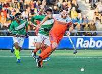 AMSTELVEEN - Bob de Voogd (Ned)   tijdens  de tweede  Olympische kwalificatiewedstrijd hockey mannen ,  Nederland-Pakistan (6-1). Oranje plaatst zich voor de Olympische Spelen 2020..   COPYRIGHT KOEN SUYK