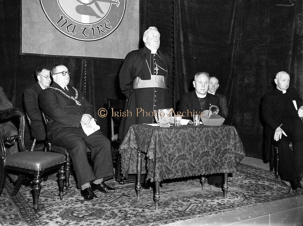 12/08/1952 <br /> 08/12/1952<br /> 12 August 1952<br /> Muintir na Tire, Rural Week at Summerhill College, Sligo. Most Rev. Dr Vincent Hanley, Bishop of Elphin, addresses the gathering, Councillor Leo Hunt, Mayor of Slgo is on the left  and Rev. Fr. J.M. Hayes, Parish Priest of Bansha and a founder of Muintir na Tíre is on the right of the bishop.