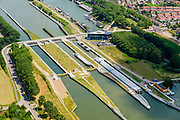 Nederland, Limburg, Gemeente Maasgouw, 26-06-2014; sluis Maasbracht met Scheepvaart Verkeerscentrale. De Regiocentrale zorgt voor bediening en communicatie van en met sluizen stuwen e.d. in Limburg.<br /> Locks and the new shipping control centre.<br /> luchtfoto (toeslag op standard tarieven);<br /> aerial photo (additional fee required);<br /> copyright foto/photo Siebe Swart