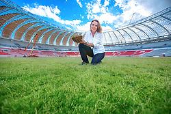 A especialista em gramados, Eng. Agr. M. Sc. Maristela Kuhn no estádio Beira Rio, em 01 de dezembro de 2013. O Estádio Beira Rio, que receberá jogos da Copa do Mundo de Futebol 2014, tem mais 85% da sua reforma concluída e re-inauguração agendada para 04 de abril de 2014. FOTO: Jefferson Bernardes/ Agência Preview